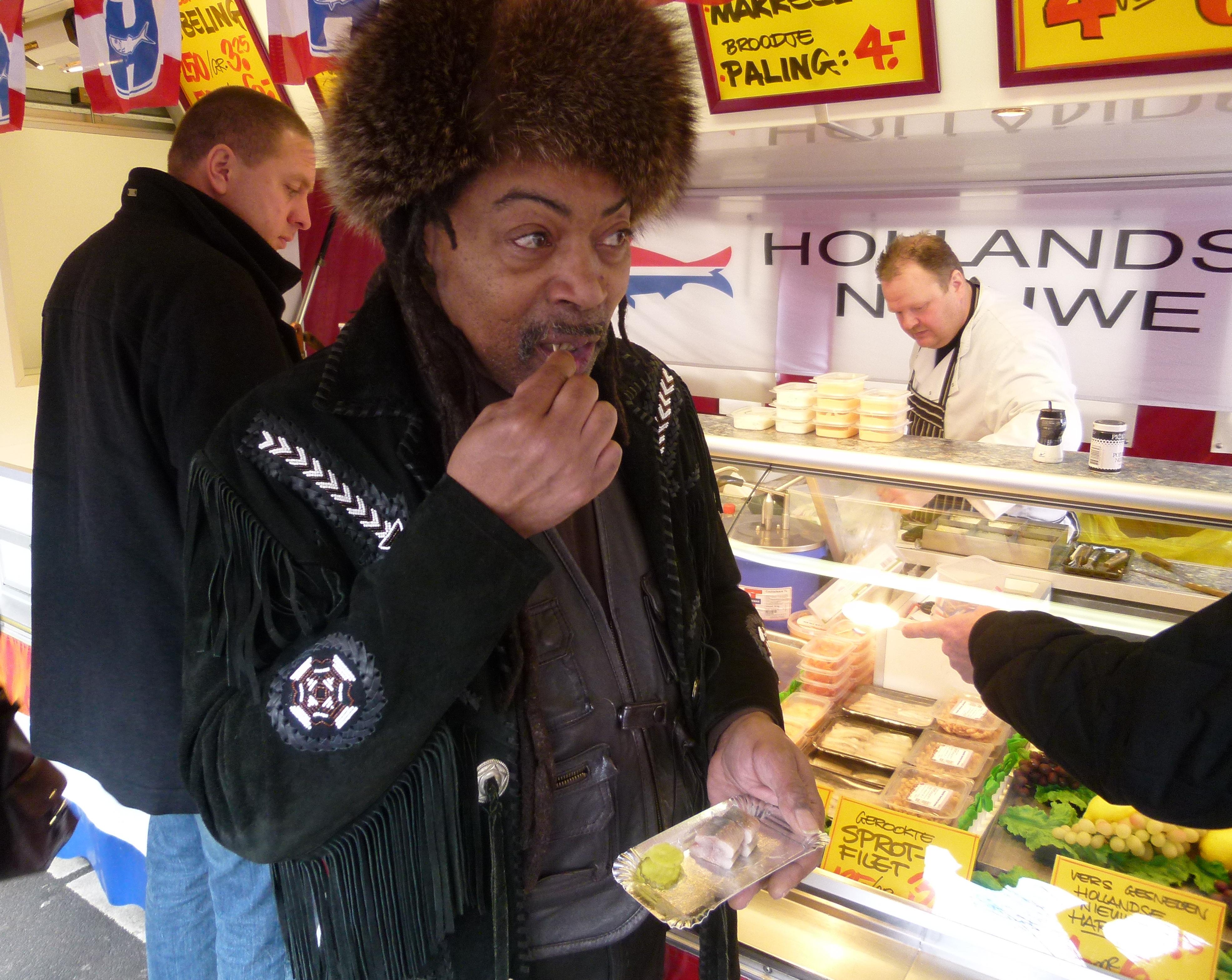 Otis (Rahim) Hornesbey komt iedere dag een haring halen